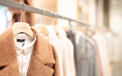 Vállfás ruhák szállítása az ügyfél kényelme érdekében